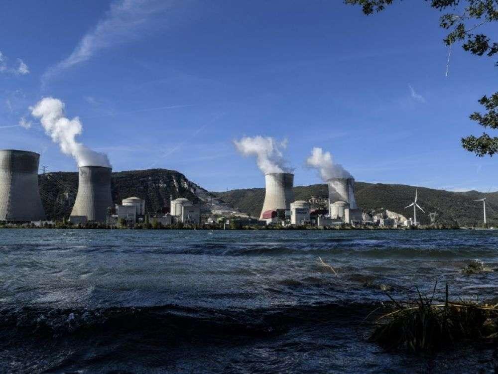 Un tiers du parc nucléaire français menacé d'ici 10 ans selon Le Canard Enchaîné