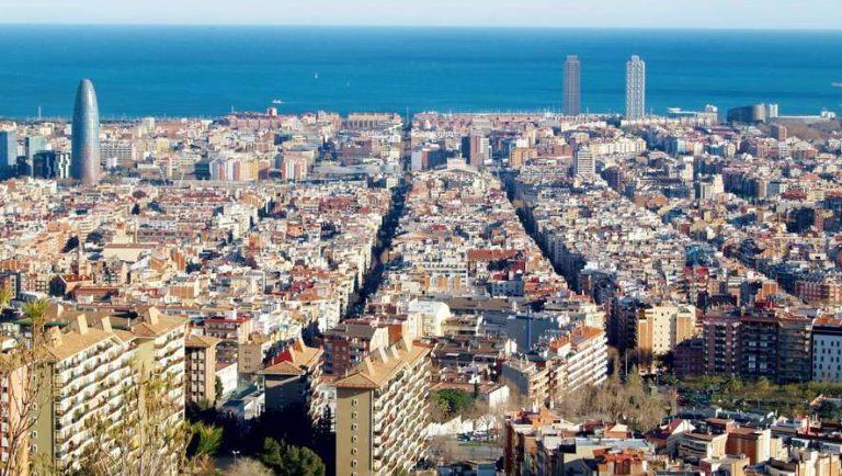 Les Français doivent désormais s'inscrire et payer pour circuler à Barcelone : comment ça marche ?