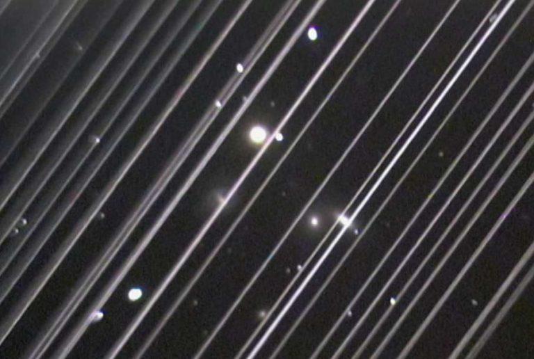 Regardez comme les satellites de SpaceX sont en train de ruiner l'observation du ciel par les astronomes