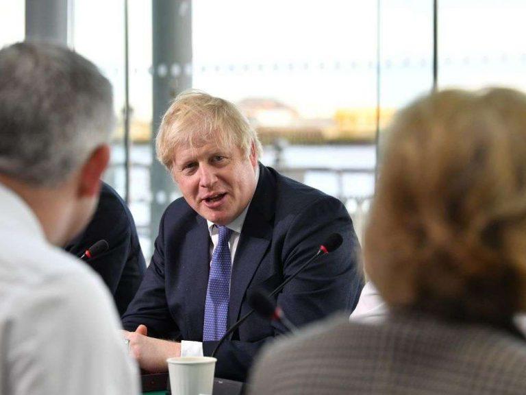 Brexit: Johnson entend menacer l'UE de contrôles aux frontières