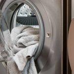 Des filtres anti-plastique seront bientôt obligatoires dans les lave-linge