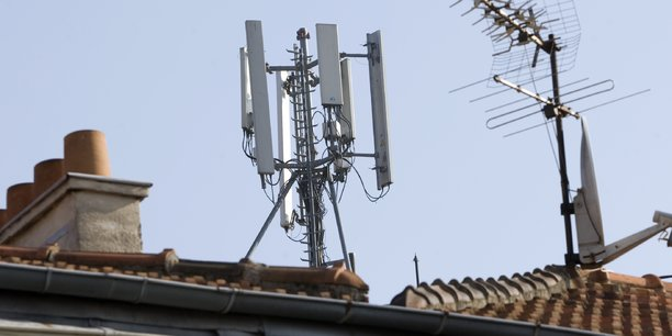 Santé : des associations tirent à boulets rouges sur la 5G