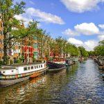 Les bateaux traversant les célèbres canaux d'Amsterdam seront électriques d'ici 2025.