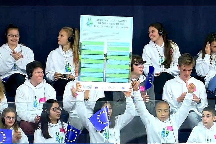 Au Parlement européen, des enfants présentent une déclaration pour protéger la planète