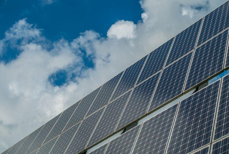 Une étude promet une production des cellules photovoltaïques moins émettrice en CO2