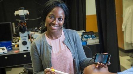 Une étudiante ghanéenne conçoit un appareil qui diagnostique le cancer du col de l'utérus