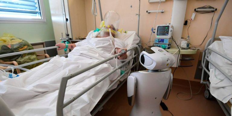 En Italie, des robots au chevet des malades: «Ce sont des assistants infatigables et ils ne peuvent être contaminés»