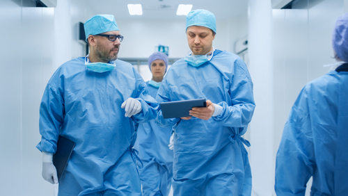 Vu de l'étranger : l'incroyable efficacité du système hospitalier français