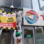 Des actionnaires de Total lui demandent d'en faire plus sur le climat