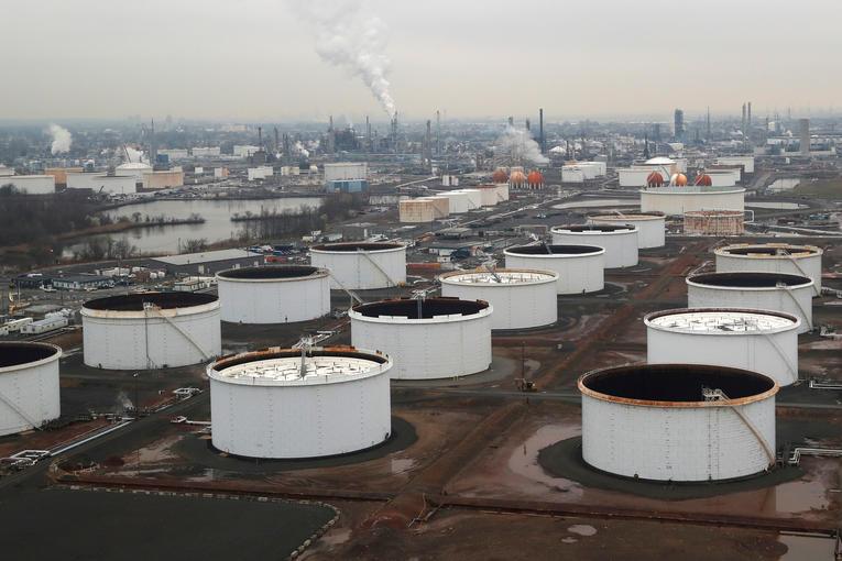 Énergie.Le surplus de pétrole sature les capacités mondiales de stockage