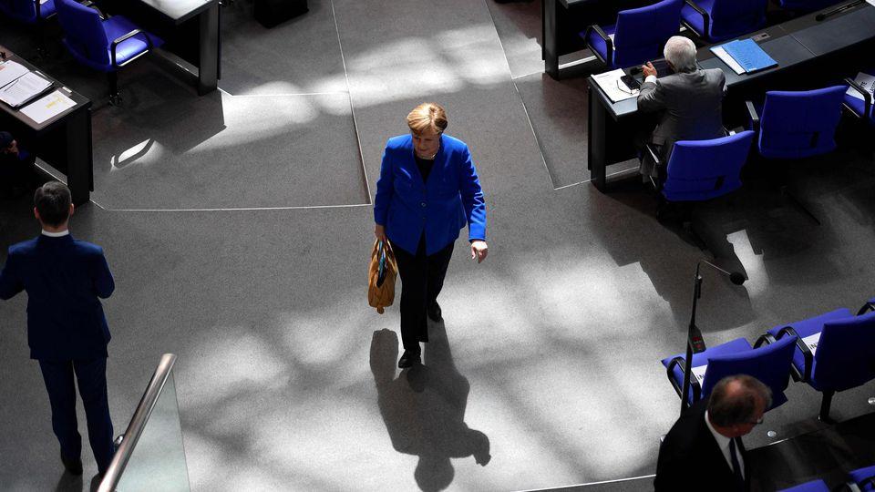 Angela Merkel vole au secours de l'euro (et dans les plumes des juges constitutionnels allemands)