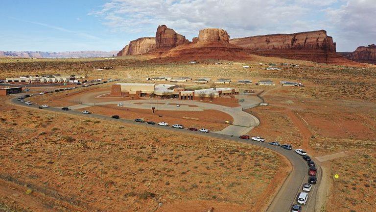 Les indiens Navajos luttent à mort contre le coronavirus mais oubliés par le pouvoir américain