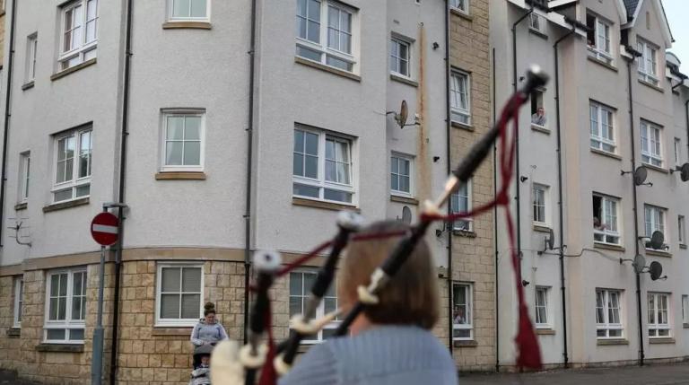 En pleine crise du coronavirus, le revenu universel de base fait débat en Écosse