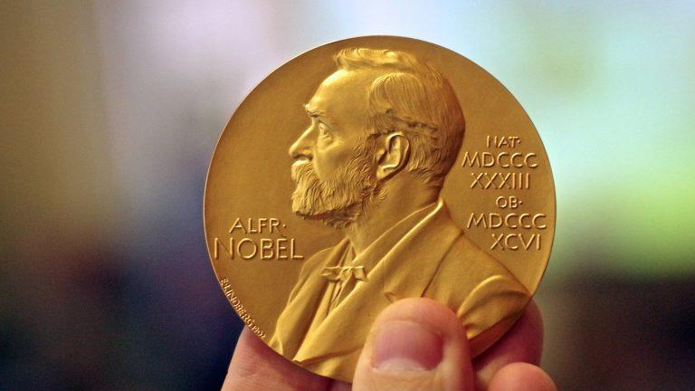 Il a raison parce qu'il est Prix Nobel? Faux