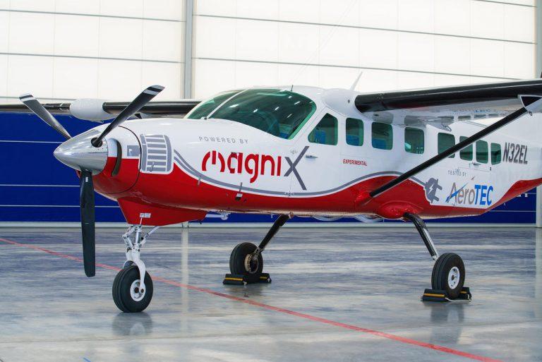 Vol d'essai.Le plus gros avion tout électrique prêt au décollage