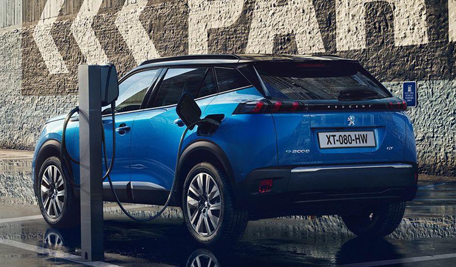 PSA annonce la création d'une gigafactory en France pour produire des batteries électriques