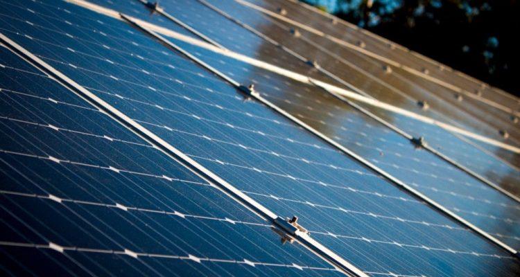 Énergie solaire : des chercheurs atteignent un rendement proche de 50% en laboratoire