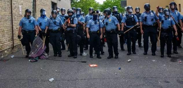 Affaire George Floyd : la police de Minneapolis, « pas réformable », va être « démantelée »