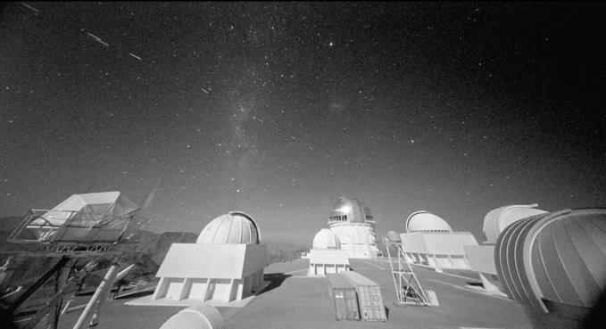 Comment SpaceX cherche à rendre les satellites Starlink moins visibles
