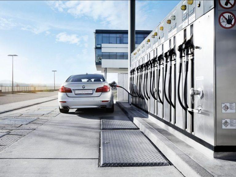 A l'ère de l'électrique, BMW et Audi se lancent dans la production d'essence