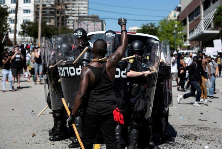"""Émeutes.L'Amérique de Trump est un """"baril de poudre"""""""