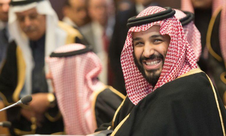 Les Saoudiens se ruent dans les magasins avant que la TVA ne triple