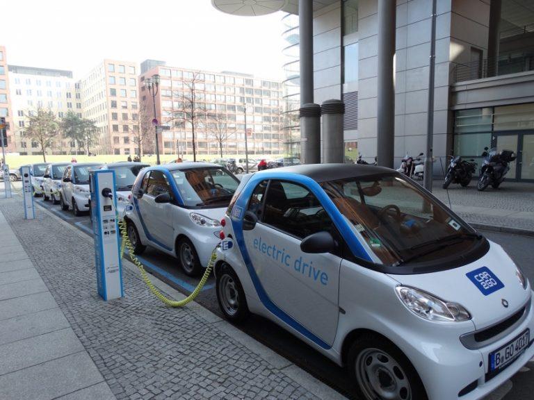 Les voitures électriques permettraient d'économiser des dizaines de milliards de dollars