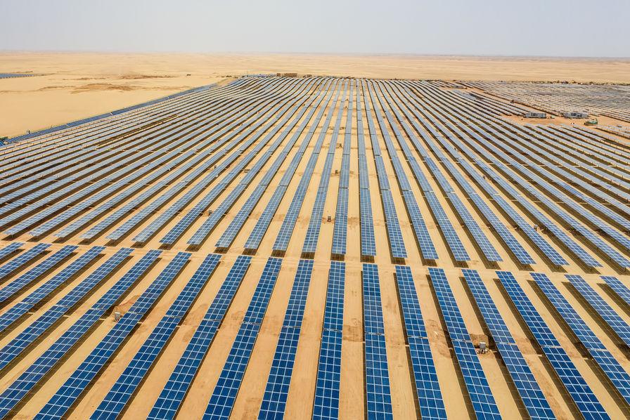 EDF et Jinko Power remportent le projet photovoltaïque d'Al Dhafra à Abu Dhabi