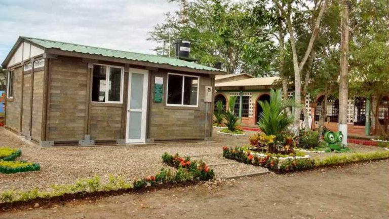 Colombie : ils recyclent les déchets plastiques pour construire des maisons pour sans-abris