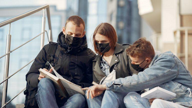 Le port du masque ne protège pas contre les virus ? Faux