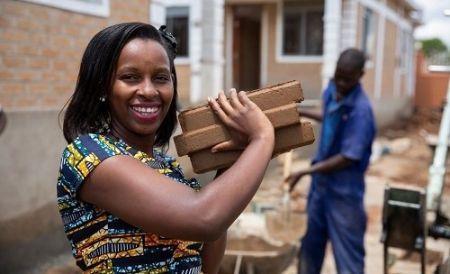 En Ouganda, une entrepreneure facilite l'accession à la propriété foncière aux pauvres