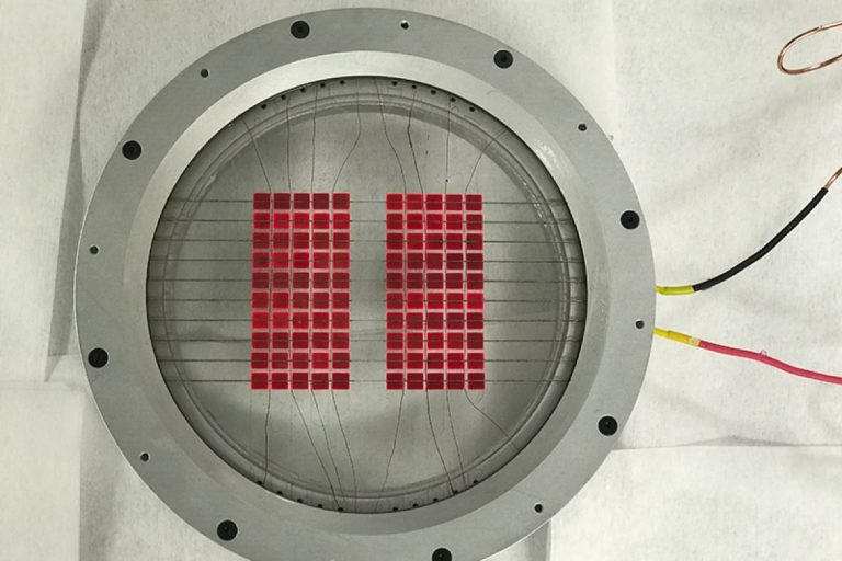 Hybrid solar converter harvests both sunlight and heat at 85% efficiency