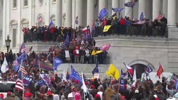 WASHINGTON: LES MANIFESTANTS PRO-TRUMP ENVAHISSENT LE CAPITOLE, LA SÉANCE AU CONGRÈS INTERROMPUE