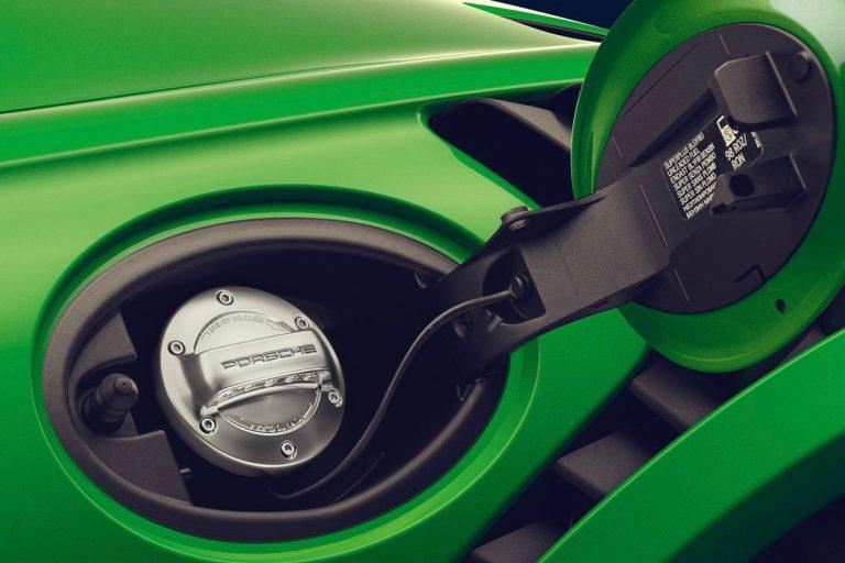 Porsche : une essence de synthèse plus propre que les voitures électriques