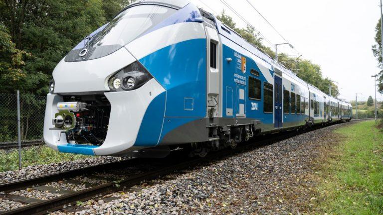 Le train à batterie, solution idéale pour verdir les lignes non-électrifiées ?