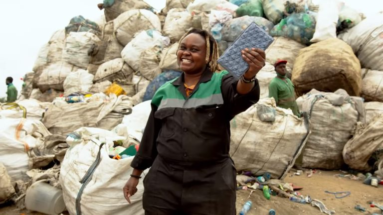 Plastic bricks in Kenya – NZAMBI MATEE – Young Champion of the Earth 2020 for Africa