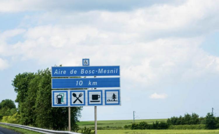 Le gouvernement oblige toutes les aires d'autoroute à installer des bornes de recharge