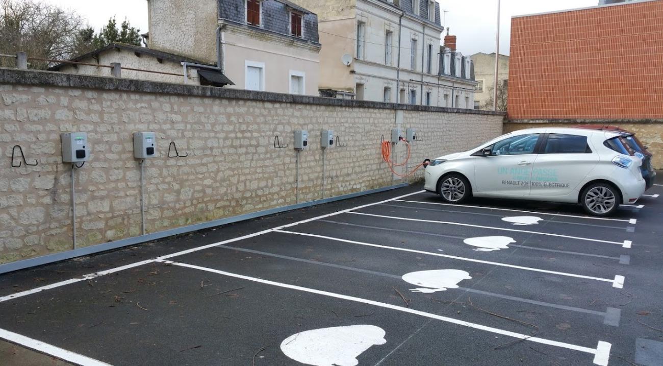 Les parkings publics seront obligés de proposer des bornes de recharge