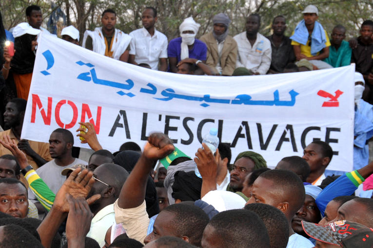 Une femme offerte comme dot en Mauritanie : le débat sur l'esclavage relancé