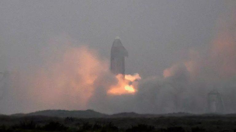 Après quatre tentatives, la fusée Starship de SpaceX réussit son atterrissage