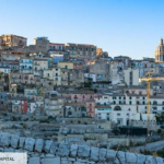 Le village sicilien qui a inventé la maison à 1 euro fait marche arrière