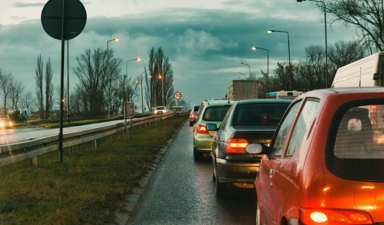 Le Royaume-Uni devrait autoriser la conduite autonome sans les mains d'ici fin 2021
