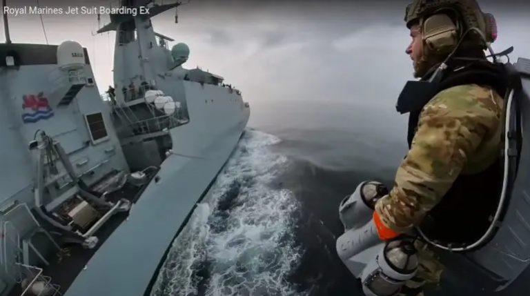 L'armée britannique teste un jet pack en pleine mer