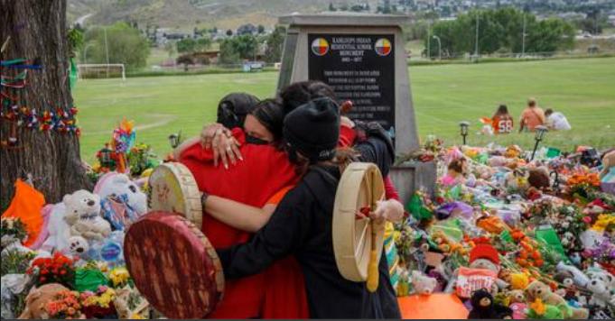 Le Canada sous le choc après la découverte de 751 tombes près d'un pensionnat pour autochtones