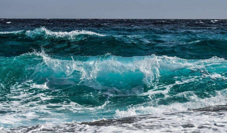 Extraire le lithium de l'eau de mer : la technique qui pourrait nous éviter des pénuries