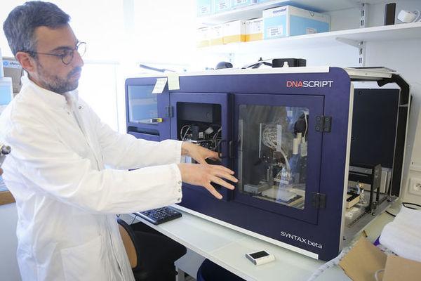 Avec l'impression de l'ARN sur-mesure, DNA Script veut faciliter l'élaboration des futurs vaccins