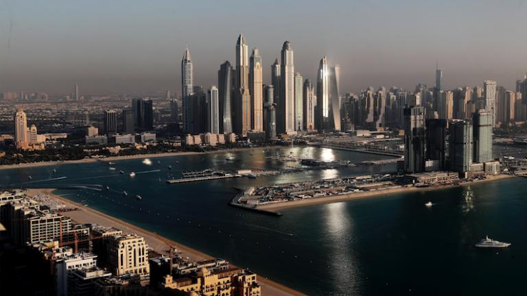Dubaï utilise des drones pour créer de la fausse pluie et provoque des inondations