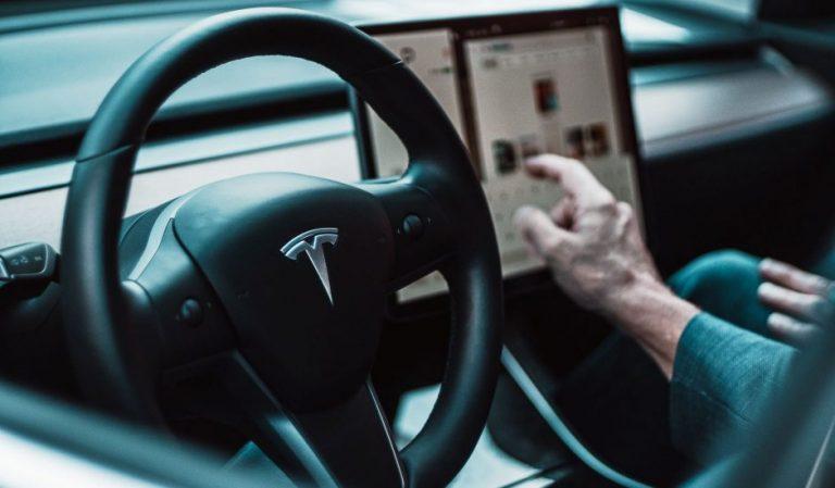 Elon Musk admet qu'il a sous-estimé les difficultés pour développer une voiture autonome