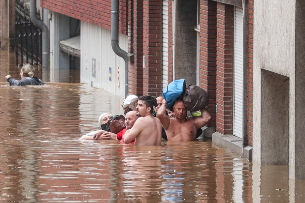 Les inondations frappent la Belgique: 4 corps retrouvés à Verviers, la situation est catastrophique