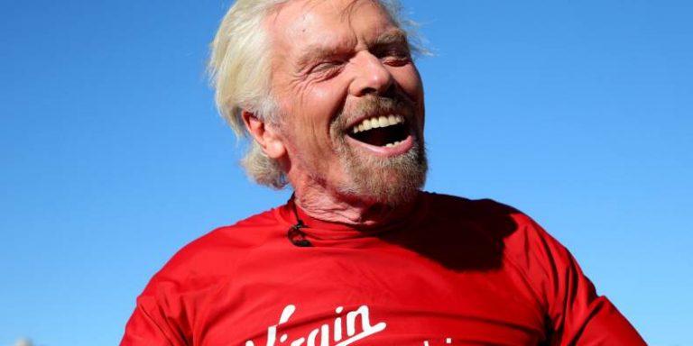 Richard Branson accomplit son rêve d'enfant et promet «nouvelle ère spatiale»